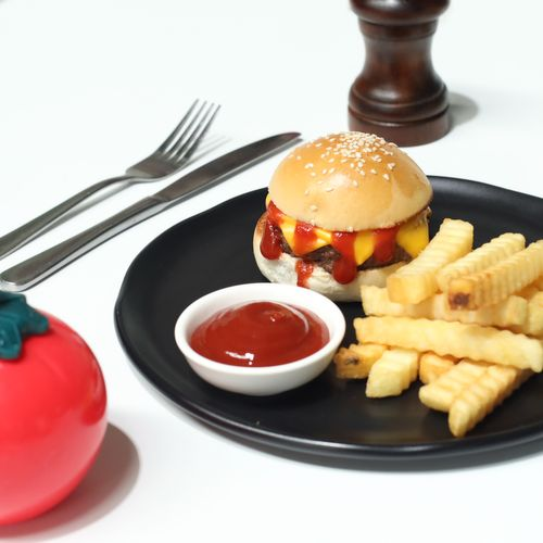 Cheese burger and chips