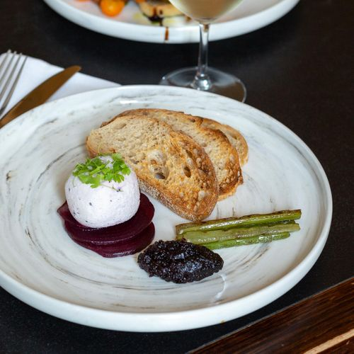 Meredith Dairy PepperBerry & Goats Cheese Crottin