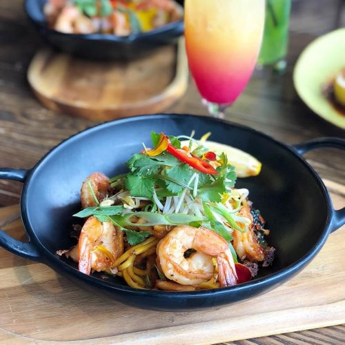 Wok Tossed Egg Noodle with Prawns